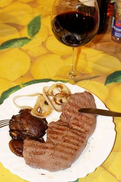 400px-Malbec_and_steak