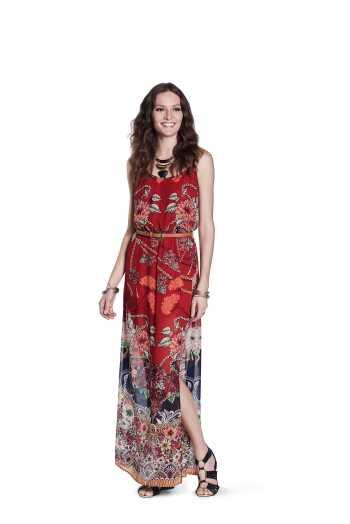 vestido floral e acessorios